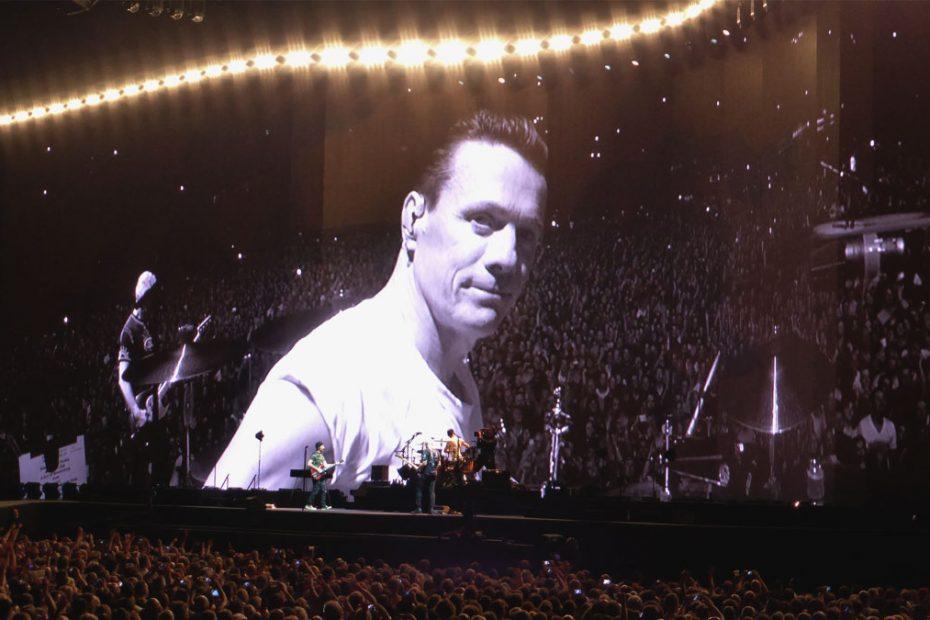 U2 in Amsterdam by skidevil via U2start.com